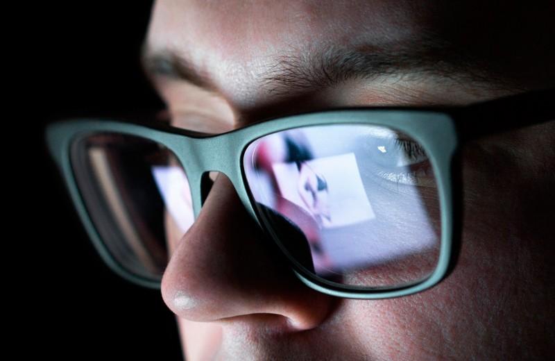Право на приватность. Что такое «порноместь» и как закон защищает от нее женщин