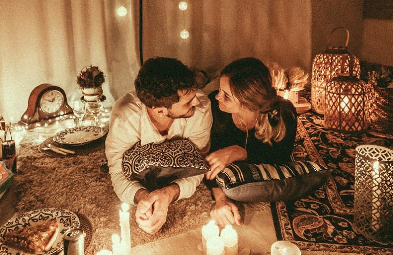 Романтичные поступки, откоторых нетошнит: 12 свежих идей для ценителей искренности