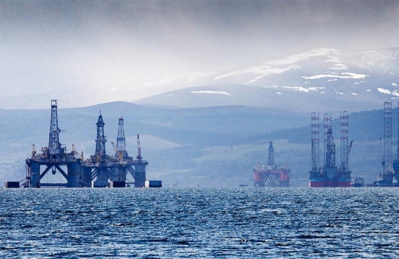 Торговцы нефтью за один вечер потеряли на Московской бирже 1 млрд рублей. Кто должен оплатить этот счет?