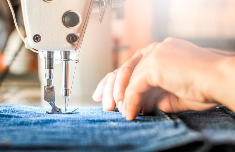 Сам себе портной: что можно сшить из старых джинсов