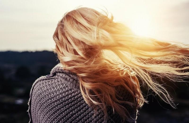 Почему у вас жирная кожа головы и что с этим делать