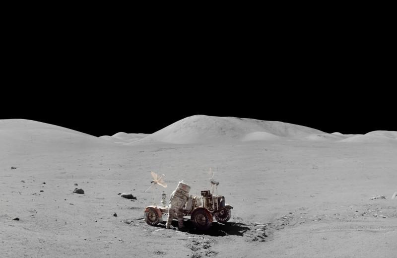 Космические деньги. Сколько стоил полет США на Луну и кто на нем заработал