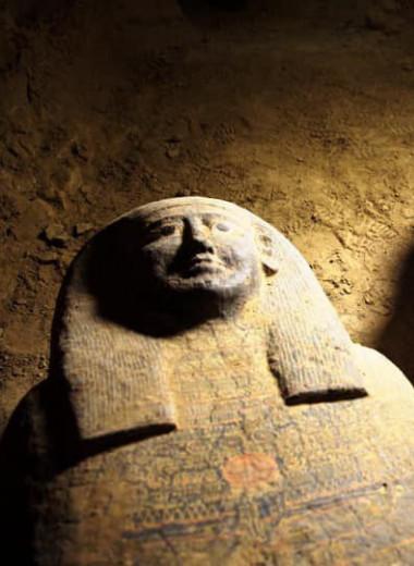 В Египте нашли 13 запечатанных саркофагов возрастом 2500 лет: фото