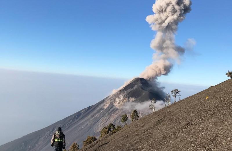 Почему вулкан в Гватемале опаснее гавайского Килауэа