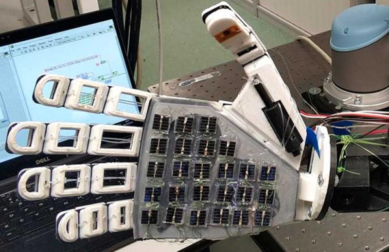 Роборуку научили чувствовать предметы с помощью солнечных панелей