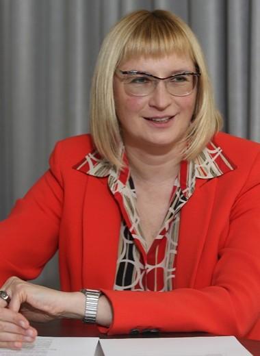 Ольге Наумовой вручен пакет на доставку
