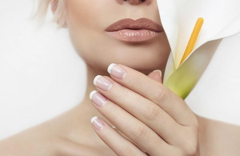 Белый френч на ногтях: какие новинки будут в тренде в 2019 году