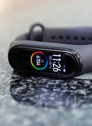 Умные, но не часы: как выбрать фитнес-браслет