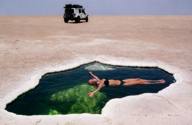 Нерукотворный бассейн в пустыне: видео