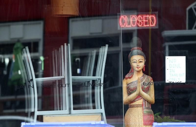 Новый способ накормить клиента: рестораны превращаются в магазины продуктов, чтобы пережить кризис