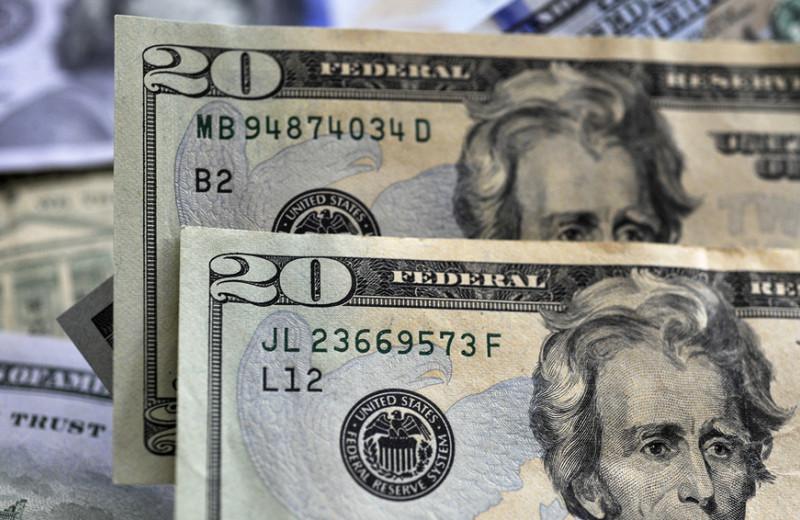 Куда вложить деньги в условиях низких ставок по депозитам