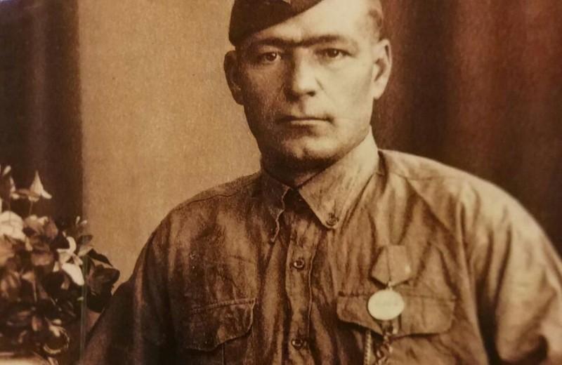 «Бессмертный полк»: звезды показали своих родных, прошедших войну