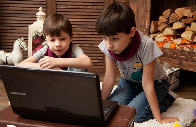 Как контролировать ребенка и не дать ему попасть в зависимость от гаджетов