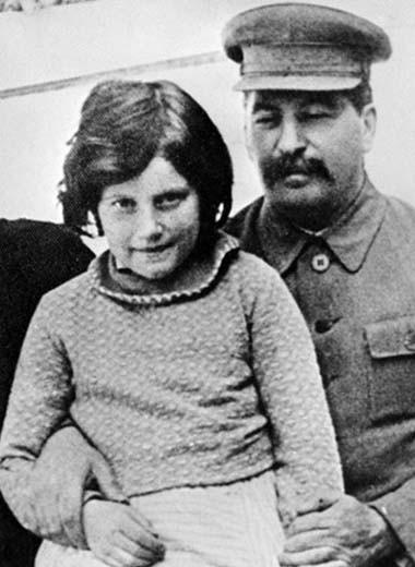 Трагедии кремлевских принцесс: как жили дочери советских вождей