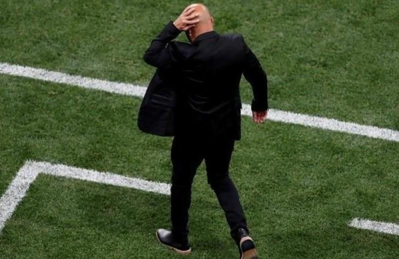 Тренеру сборной Аргентины за поганую игру попали бутылкой в голову!