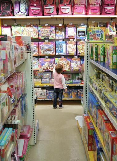 «Не предупредил — несёшь ответственность сам»: современные мамы и папы о воспитании у детей отношения к деньгам и тратам