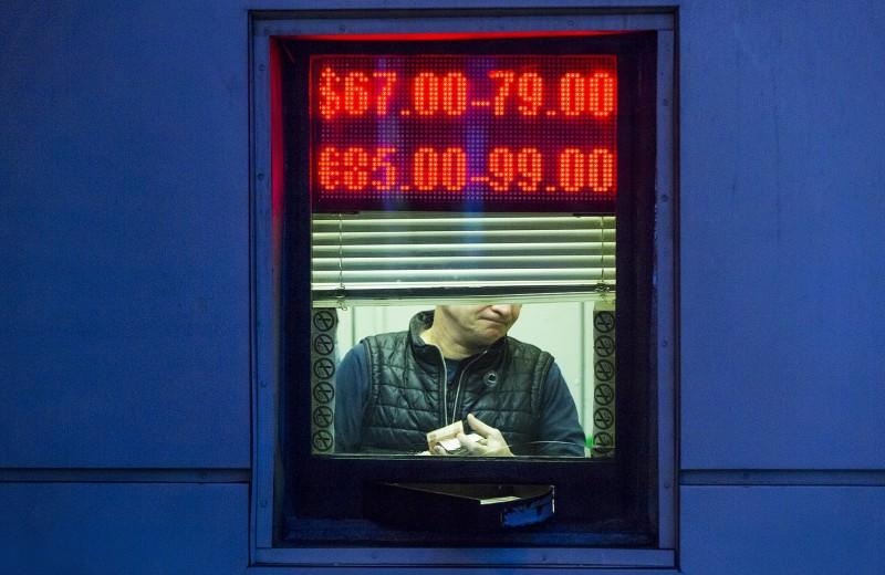 Управляемое плавание: от чего зависит курс рубля и стоит ли ждать его обвала