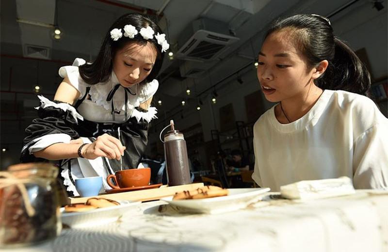 Мейд-кафе, многоэтажные караоке и другие странные развлечения Японии