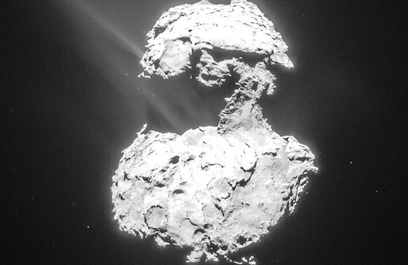 У кометы впервые обнаружили собственное «полярное сияние»