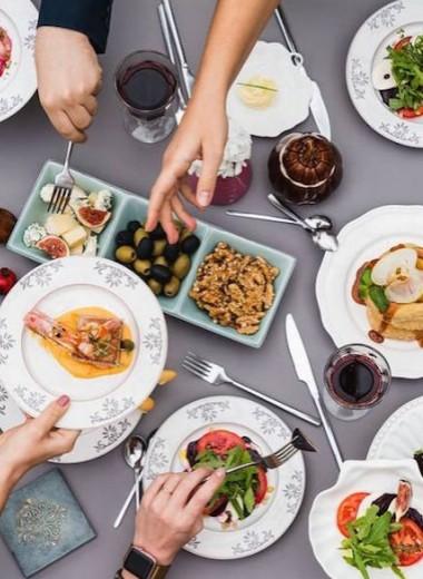 Стоит съесть: птитим в «НаВолне», брускетту в Zizo Gourmet, роллы в City Voice