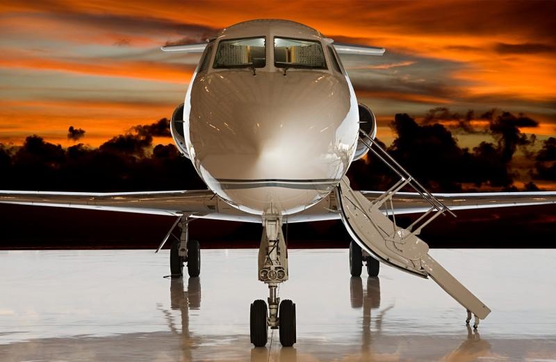 Миллиард долларов на ветер: как миллионеры теряют деньги на частных перелетах