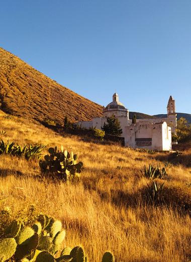 Одна вокруг света: мексиканский город-призрак и опасная дорога в горах