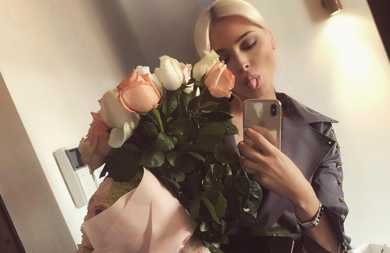 Виктория Романец, Оксана Самойлова и другие: кто любит хвастаться подарками?