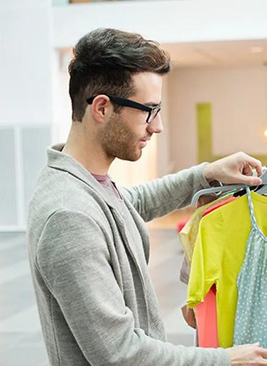 Он тебе не указ: можно ли позволять мужчине давать тебе модные советы