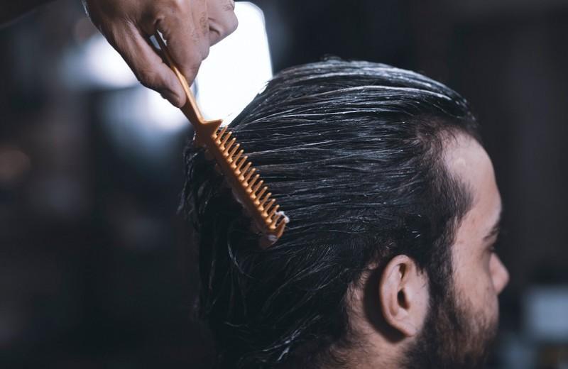 Сухие и ломкие волосы у мужчин: причины и советы по уходу