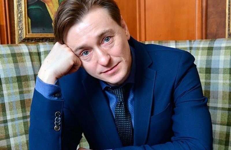 Отец-молодец и дамский угодник: Сергей Безруков и его любимые женщины