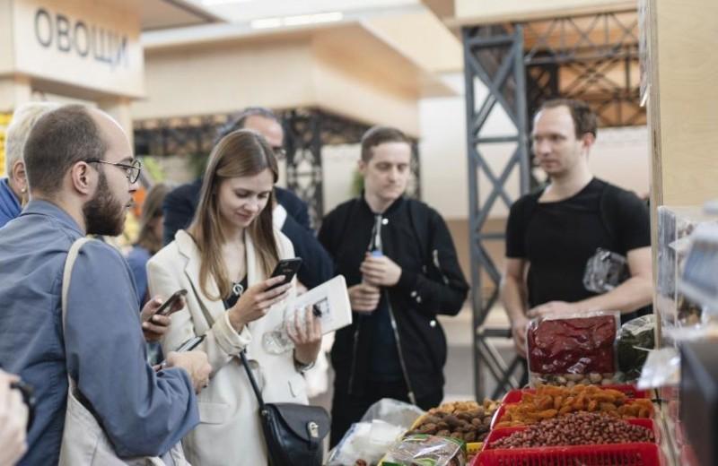 Искусство на рынке, в библиотеке, в торговом центре, в институте: как проект фонда V-A-C «Московские Соло. Кунстхалле музыки» захватывает Москву