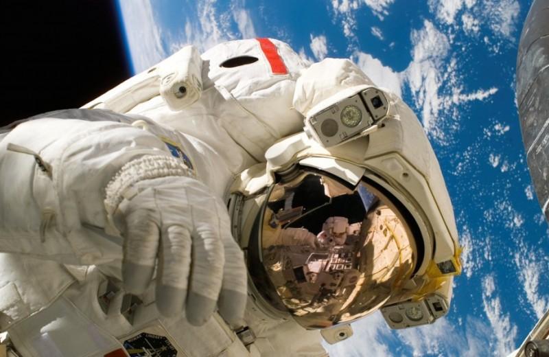 7 странных вещей, которые отправляли в космос — от пиццы до светового меча