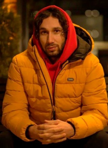 Воровал бананы в Китае, занимался сексом на доставке «Яндекс.Еды», ночевал в Икее. История блогера, который всегда говорит «да»
