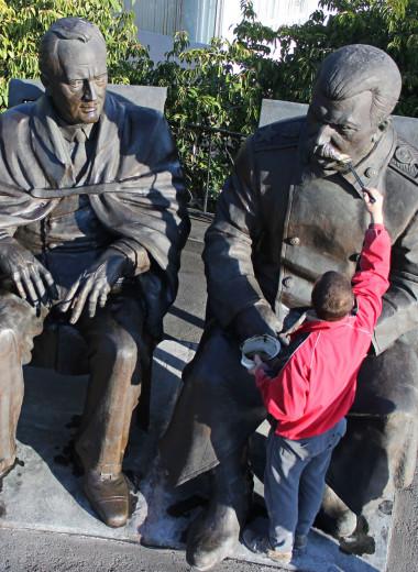 Пять скандальных российских памятников и что с ними в итоге стало
