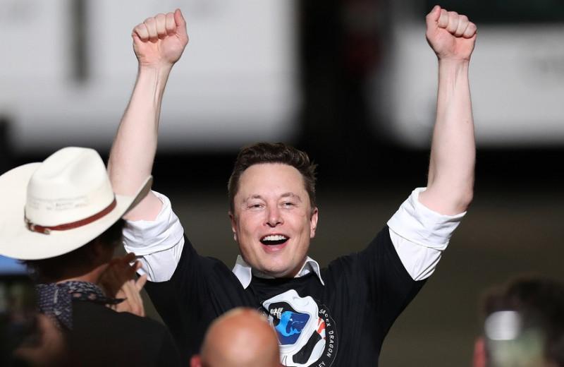 Долгая война: как Маск обошел Безоса в космической гонке и почему это еще не конец