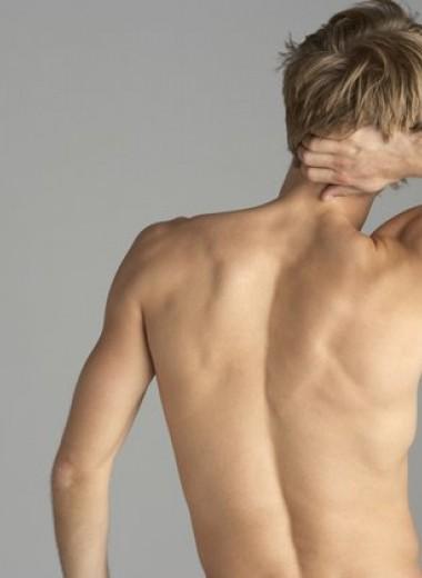 Почему болит шея: алкоголь, смартфон и еще две причины твоих мучений