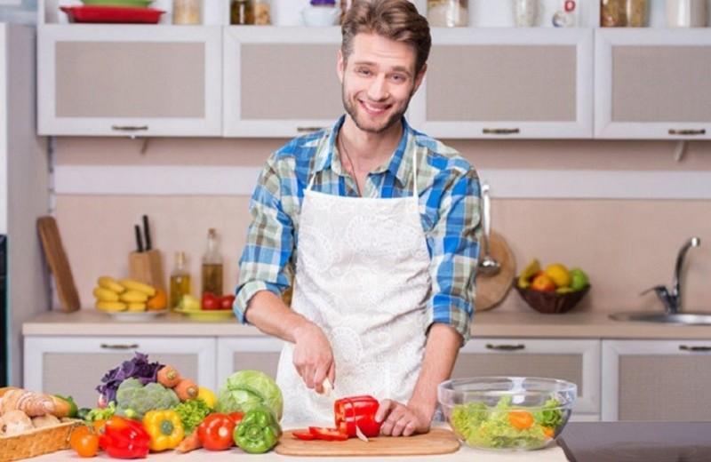 Место мужчины на кухне: почему мы толстеем