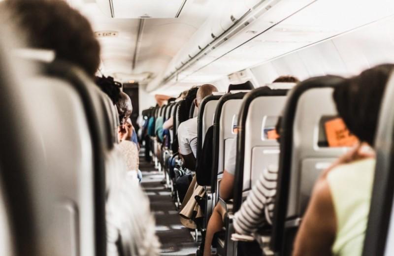 Как вести себя в самолете: 7 спорных ситуаций
