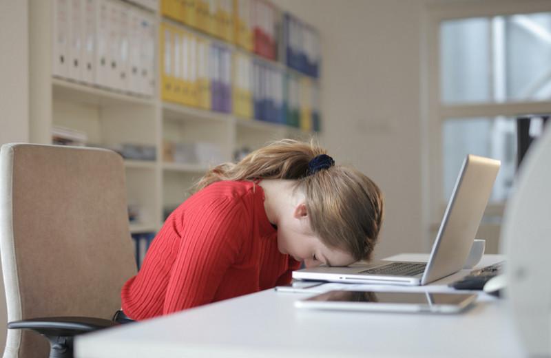 Почему после еды хочется спать: мнение ученых о нашей любви к сиесте