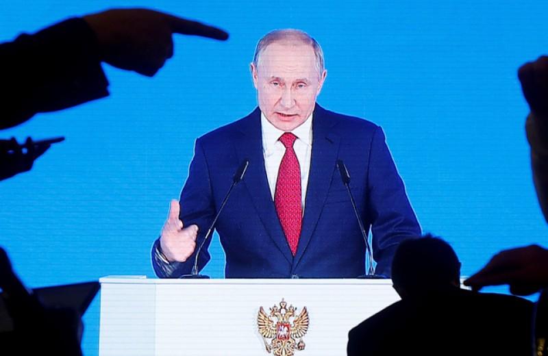 «До основанья, а затем». Почему изменение Конституции может стать неожиданным и для самого Путина
