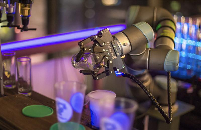 Комбайн с искусственным интеллектом и экзоскелеты: как женщины создают роботов в России