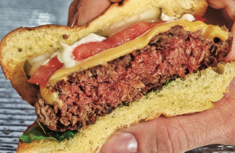 Еда будущего: насекомые, травы и вегетарианские бургеры «с кровью»