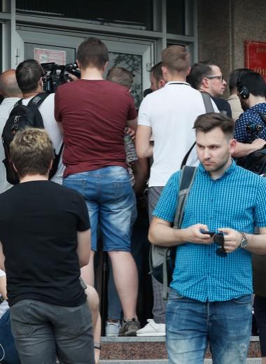 «Держись бога ради»: как Ивана Голунова освобождали из-под стражи. Репортаж Forbes