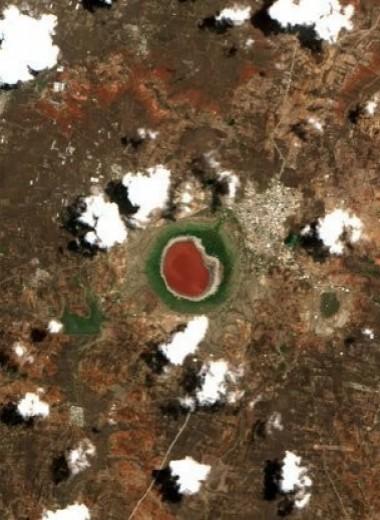 Метеоритное озеро полностью изменило цвет за одну ночь