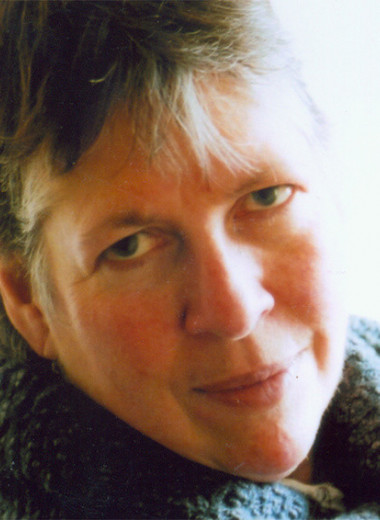 «У мужчин веками была несправедливая привилегия»: зачем Патрисия Данкер написала роман о военном враче, всю жизнь скрывавшем свой пол