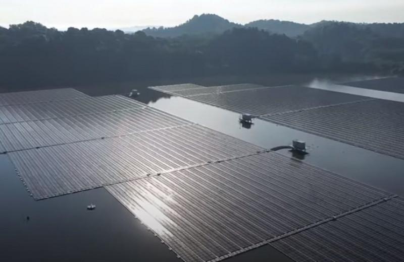 В Сингапуре запустили одну из крупнейших в мире плавучих солнечных ферм
