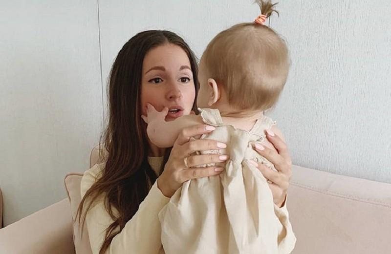 Подруга Нюши случайно показала лицо ее девятимесячной дочери