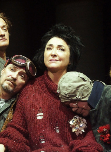 «Это бракосочетание—режиссер и артистка»: Лолита Милявская о своей первой театральной роли и диктате на сцене