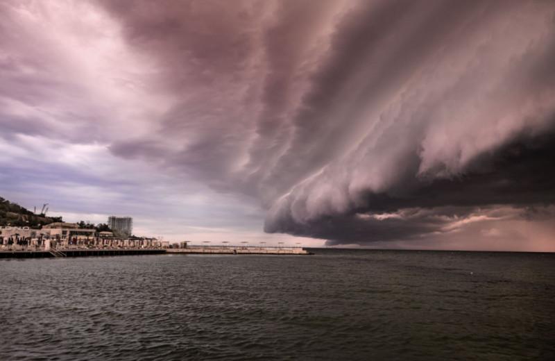 Сколько ураганов может возникнуть одновременно на одной территории?