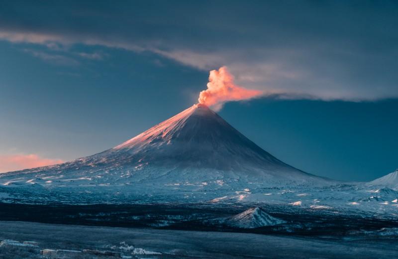 Вулканы, океан и серфинг на Камчатке: захватывающее видео